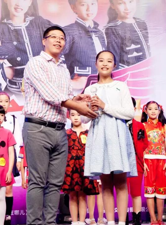 夏雨彤获温州市首届电视小主持人大赛最美声音奖、金话筒奖