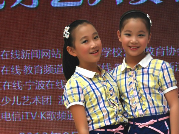 2013年参加浙江在线举办的浙江少儿才艺大赛获特等奖